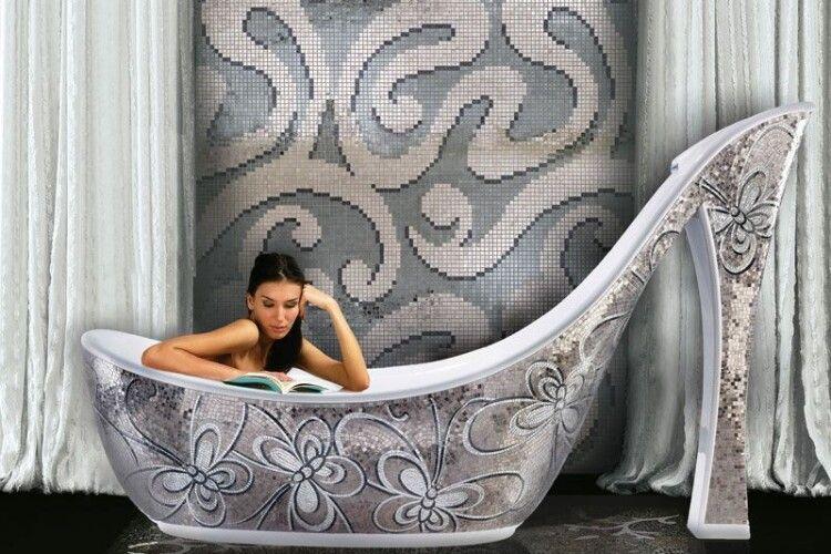 Для тих, хто цінує оригінальність: аналітики представили 5 найнезвичайніших окремостоячих ванн