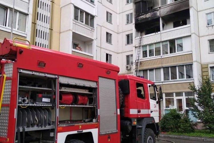Під Києвом бійці ДСНС врятували двох шиншил під час страхітливої пожежі в багатоповерхівці