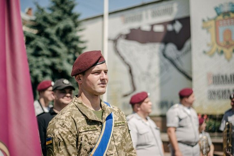 Триста десантників повернулися зі Сходу до Чернівців