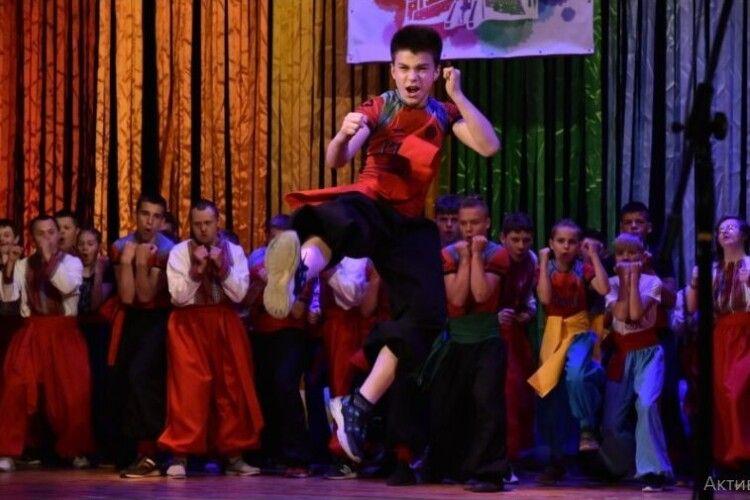 У Луцьку розпочався міжнародний мистецький фестиваль для людей з інвалідністю «Барви творчості»