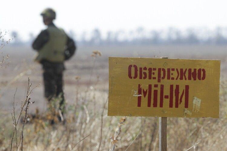 На Донбасі підірвався український сапер, який розміновував територію