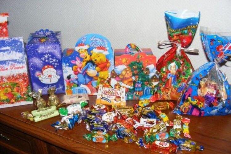 (Не)солодкий скандал у школі: першокласника залишили без подарунка на свято