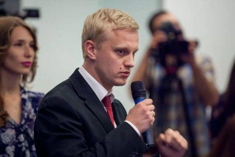 Корупційний скандал в «Слузі народу»: Шабунін питає, чи «в долі» Зеленський