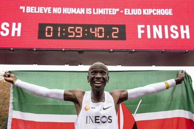 Кенієць Кіпчоге став першою людиною, яка пробігла марафон менш ніж за дві години