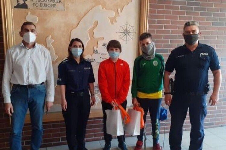 Польські школярі допомогли українцеві знайти загублений гаманець