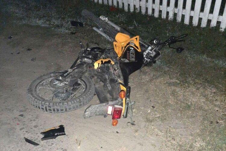 Глупої ночі на Рівненщині не розминулися два мотоцикли: 15-літній хлопець загинув на місці, ще двоє юнаків перебувають у реанімації без свідомості