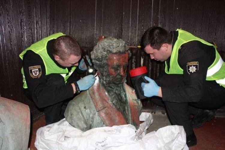 У Чернігові знайшли вкрадені в грудні погруддя Коцюбинського та Пушкіна