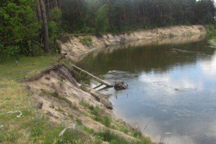 Західний Буг розмиває українські береги на кордоні