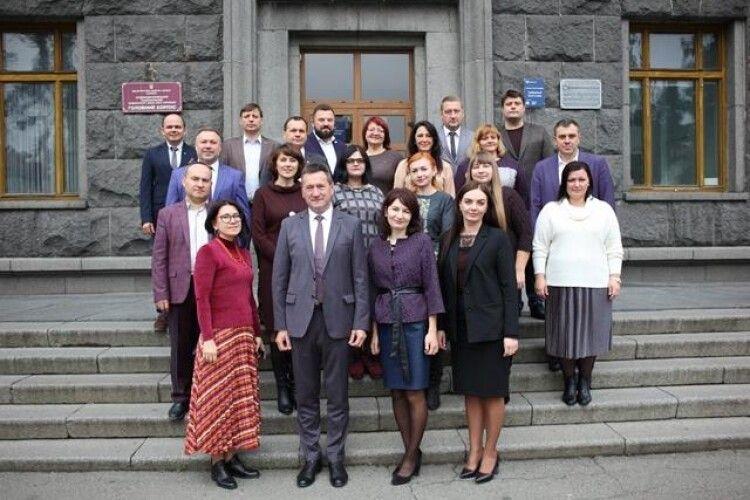 Новим деканам факультетів і директорам інститутів Лесиного вишу вручили контракти