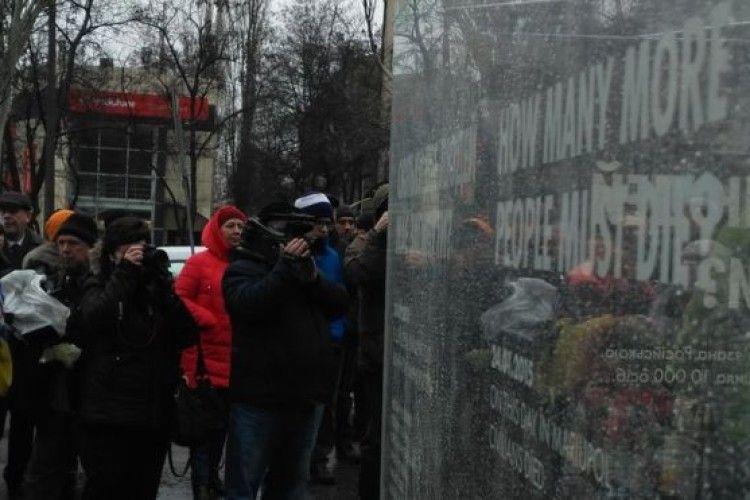 У Краматорську відкрили меморіал до річниці обстрілу