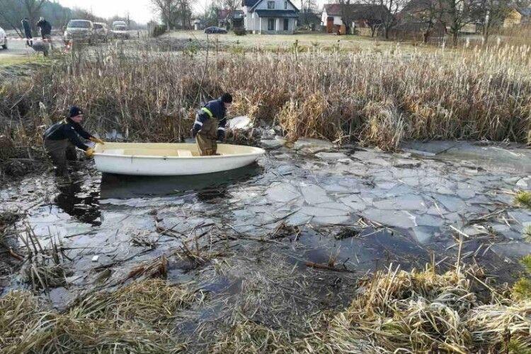 Легковик Audi злетів з дороги в озеро: четверо загиблих