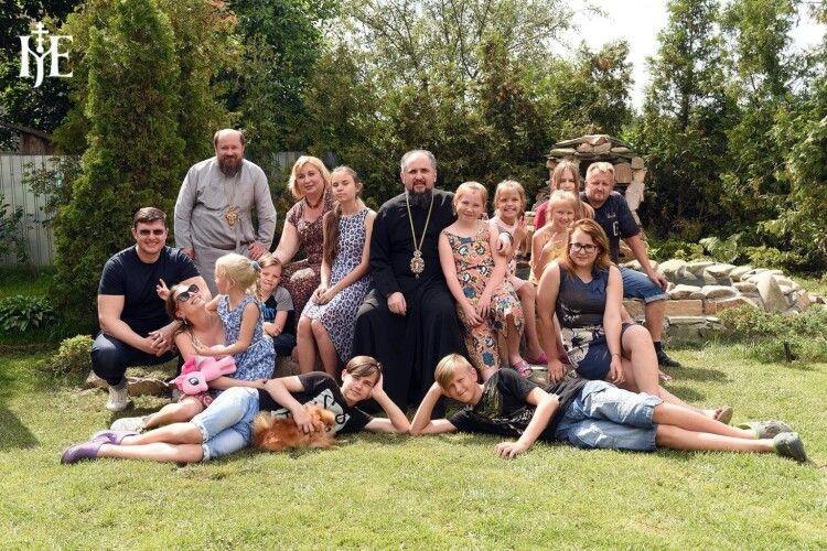 Митрополит Епіфаній взяв під опіку 13 дітей, які в один момент втратили обох батьків