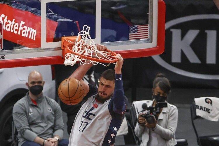 Олексій Лень першим серед українців набрав 4000 очок у НБА