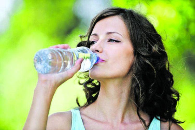 Починайте день ізкількох чашок води