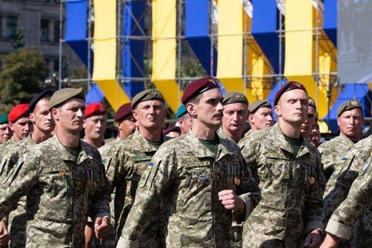 Безстрашні добровольці стали першим надійним щитом у війні з російським агресором – Петро Порошенко