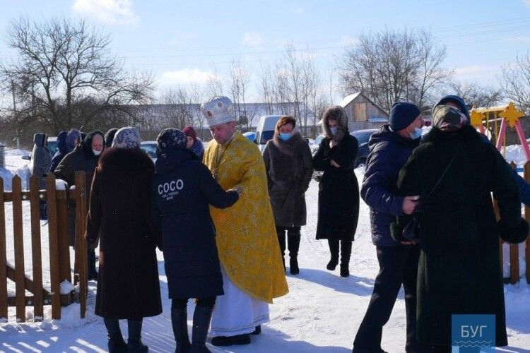 У селі на Волині в церкві, де батюшка вітав Путіна з днем народження, провели першу літургію українською