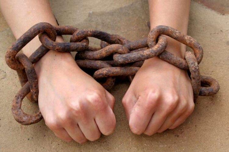 Правоохоронці припинили діяльність волинян, які відправляли людей в трудове рабство