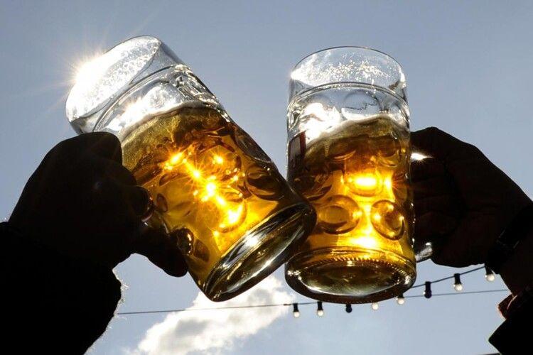 Вчені закликали людство дудлити більше пива: зміцнює кістки та зуби, нормалізує тиск