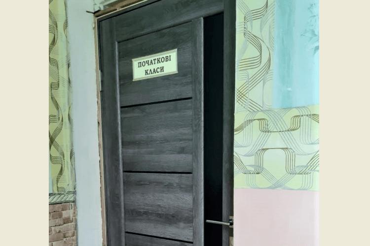У волинській школі вперше з 1932 року замінили двері у класні кімнати