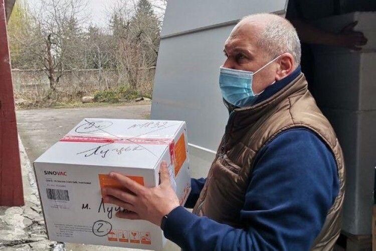 На Волинь привезли першу партію китайської вакцини
