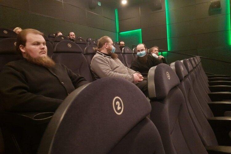«Дорогою назад всі мовчали»: ченці волинського монастиря відвідали кінотеатр (Фото)