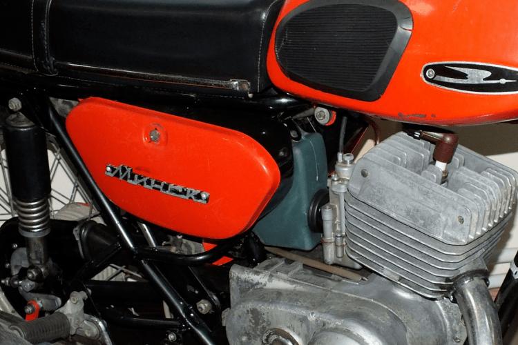 18-річний мотоциклист на «Мінську» збив дівчину