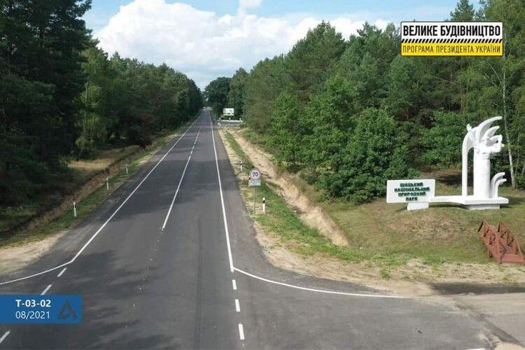 Чиновник з Києва проінспектував, як будуються дороги до Шацьких озер