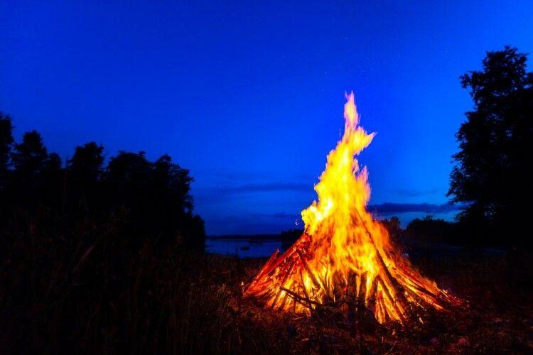 Рятують 18-річного парубка, який гепнувся у вогнище, на три дні раніше святкуючи Івана Купала