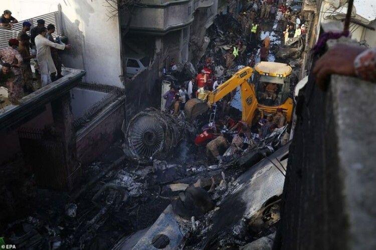 Люди, які вижили в авіакатастрофі Airbus 320, розповіли як рятувались