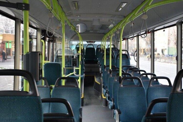 Через тиждень у Луцьку на маршрути виїдуть ще три великих автобуси