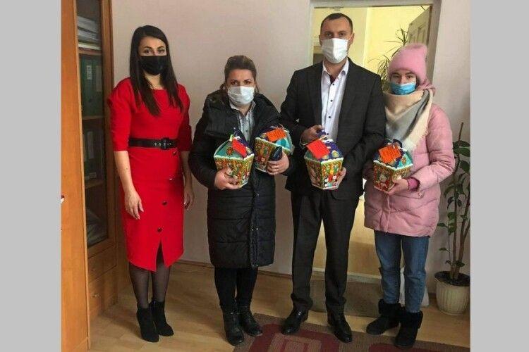 У Володимирі-Волинському сім'ям загиблих військовослужбовців вручили новорічні подарунки