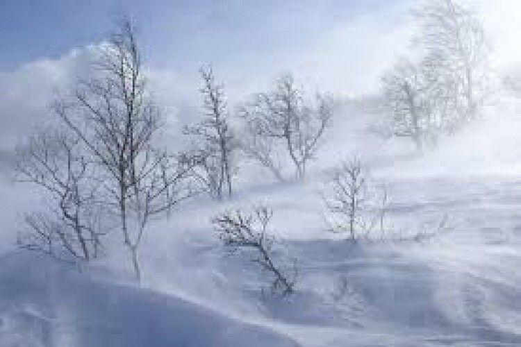 Снігова негода вирує в усіх районах області: на Горохівщині і Володимирщині – найлютіше