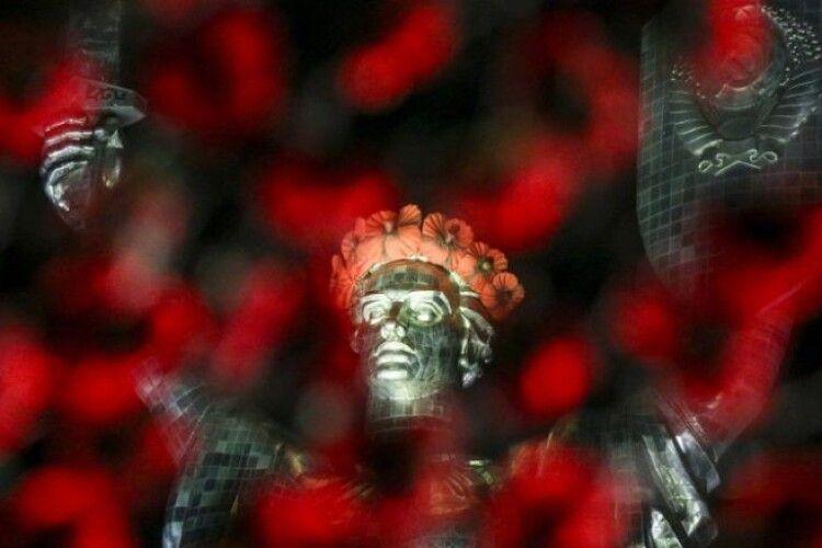 Порошенко закликає Зеленського продовжити традицію вшанування Дня пам'яті і примирення на державному рівні