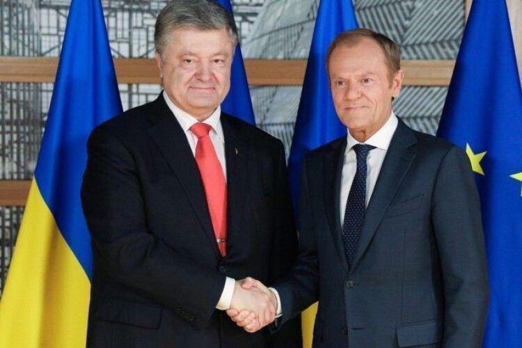 Порошенко на запрошення Туска поїде на саміт ЄНП, обговорять санкції проти Росії і переслідування опозиції в Україні