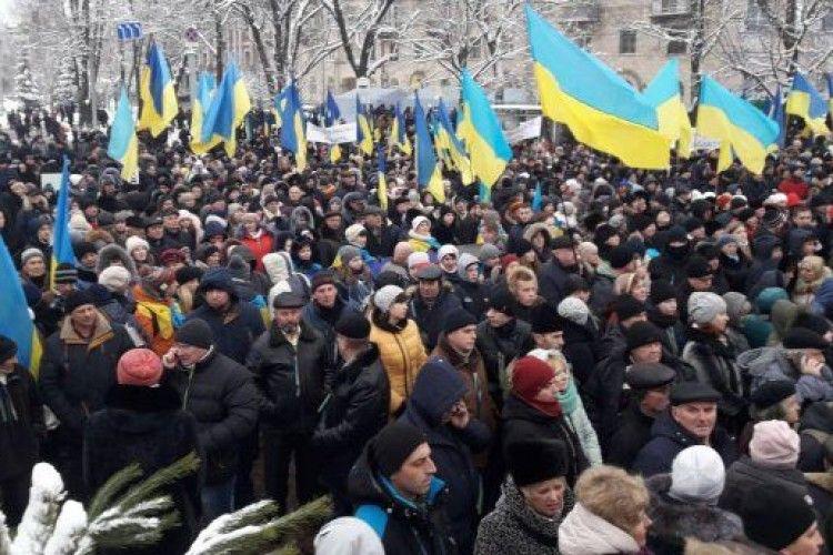 У столиці розпочався Об'єднавчий собор. Тисячі людей на Софійській площі чекають його рішення