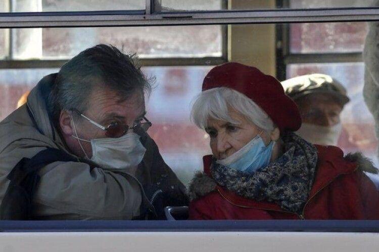 Коронавірус: в Україні вперше за добу підтвердили понад 12 тисяч випадків, на Волині + 429