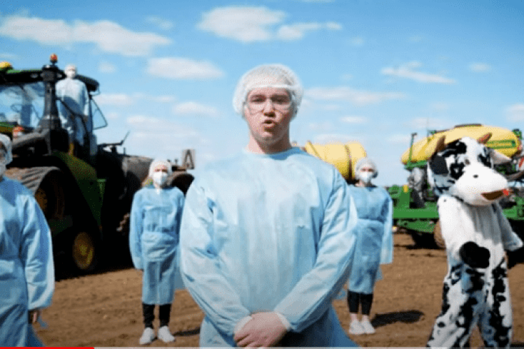 «Сію, вію кукурудзочку»: аграрії жартівливо переспівали пісню Gо_A (Відео)