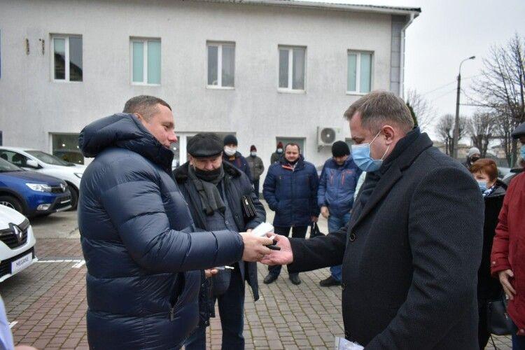 7 нових автомобілів отримали сільські амбулаторії Ковельщини і Ратнівщини (Фото)