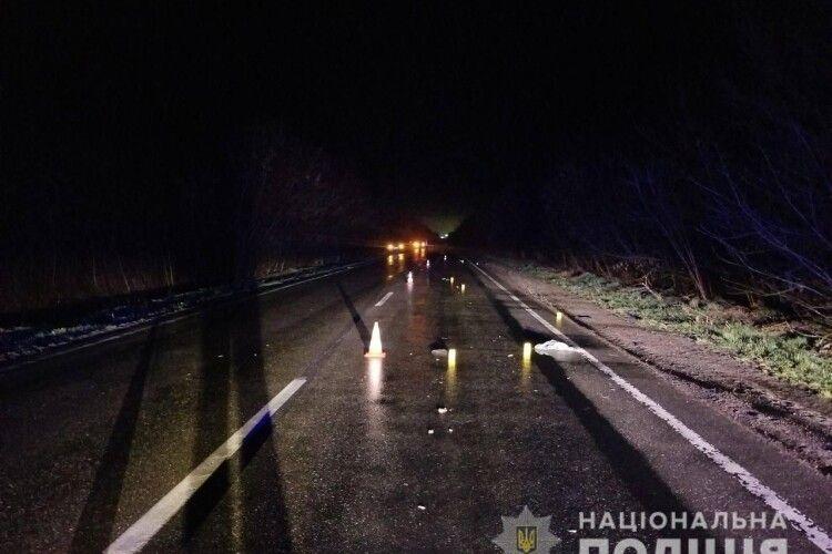На трасі «Ковель-Тереблече» авто на смерть збило людину (Фото)