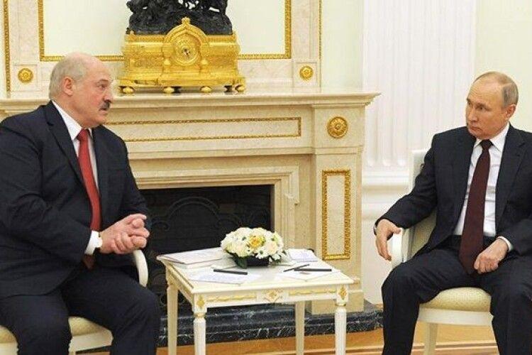 Путін і Лукашенко чотири години проговорили в Москві