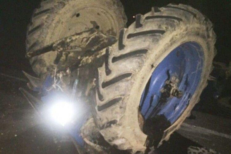 На Горохівщині перекинувся трактор
