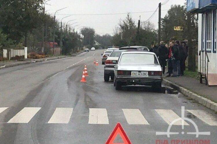 У Луцьку – потрійна ДТП: від удару BMW виїхав на тротуар (Фото)