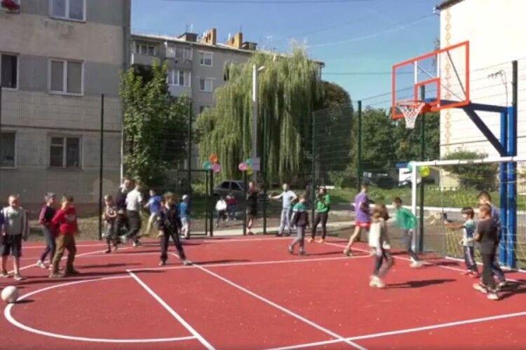 У Луцьку відкрили ігровий майданчик