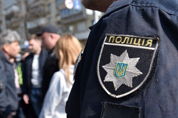 Пошкодив дитячий майданчик та нецензурно лаявся: у Луцьку затримали п'яного водія