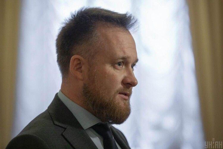 «Слуга народу» заявив, що іноземці, які мають секс з українськими повіями, вивозять з нашої держави енергію (Відео)
