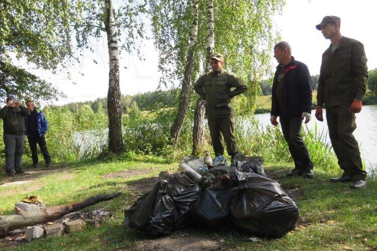 Активісти прибрали береги озер на Ківерцівщині (Фото)
