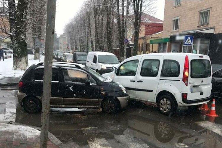 У Луцьку на Шопена  – ДТП: винуватець був п'яний (Фото)