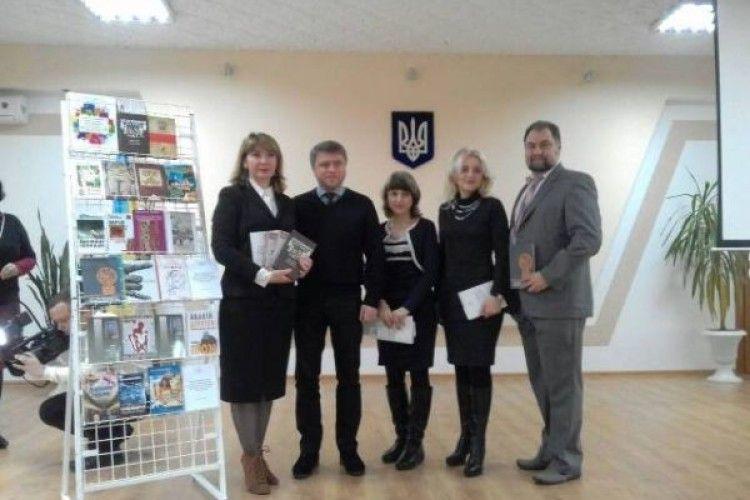 Бібліотекам області подарували сотні книг вартістю понад 100 тисяч гривень