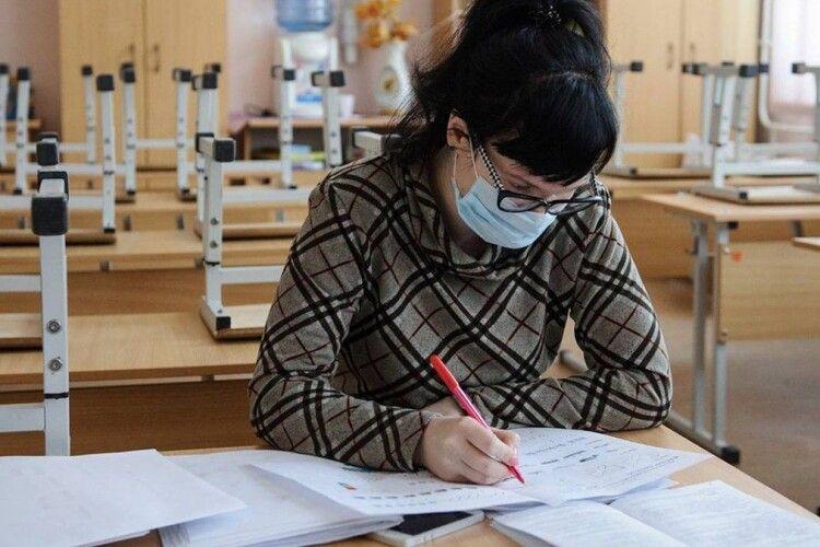 Коронавірус у школах: хто на Волині хворіє більше – вчителі чи учні