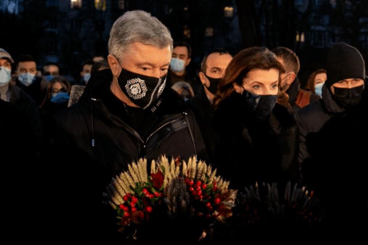 Петро та Марина Порошенки вшанували жертв Голодомору під час акції «Запали свічку»
